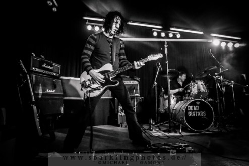 2014-12-20_Dead_Guitars_-_Bild_038x.jpg