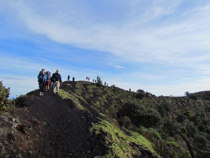 hiking in pacaya volcano guatemala