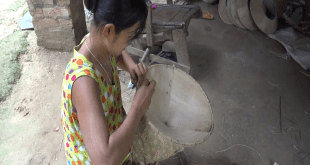 Local making bamboo hat in Chaungzone Township (Photo: MNA)