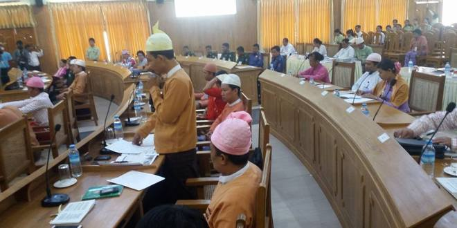 Hluttaw Representative discussing at the Mon State Hluttaw (photo: Tin Min Aung/Facebook)