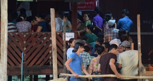 locals are lining up at a polling station in Chaungzon Township (Photo: MNA)