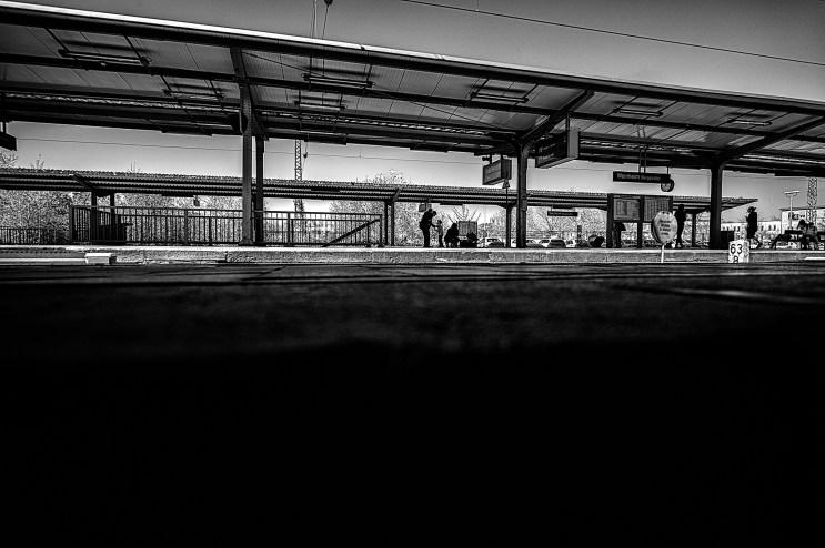 2015-04-15-BahnhofWeinheim-L1001589 by Roger Schäfer.