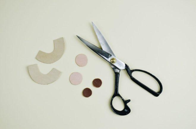 DIY Anleitung für selbst gemachte Ohrringe aus Leder
