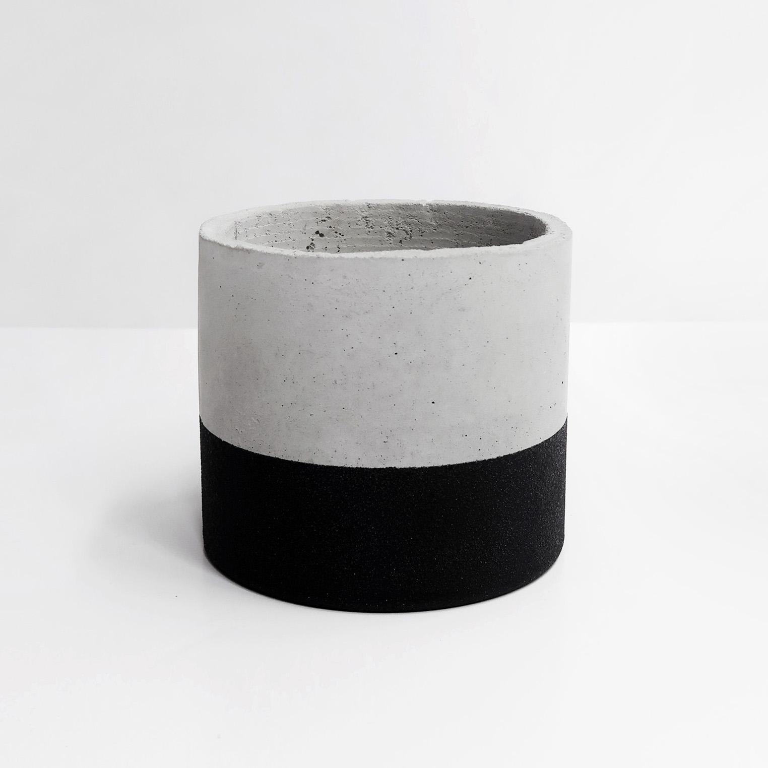 TEKTITE 黑隕石深圓水泥盆器 / Deep cylinder concrete pot