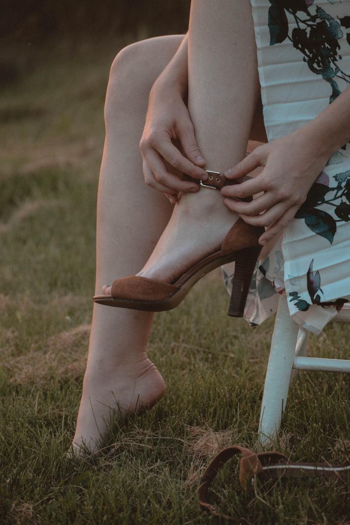 Autumn Fashion | How to Style Florals for Autumn | Monochrome Minimalist