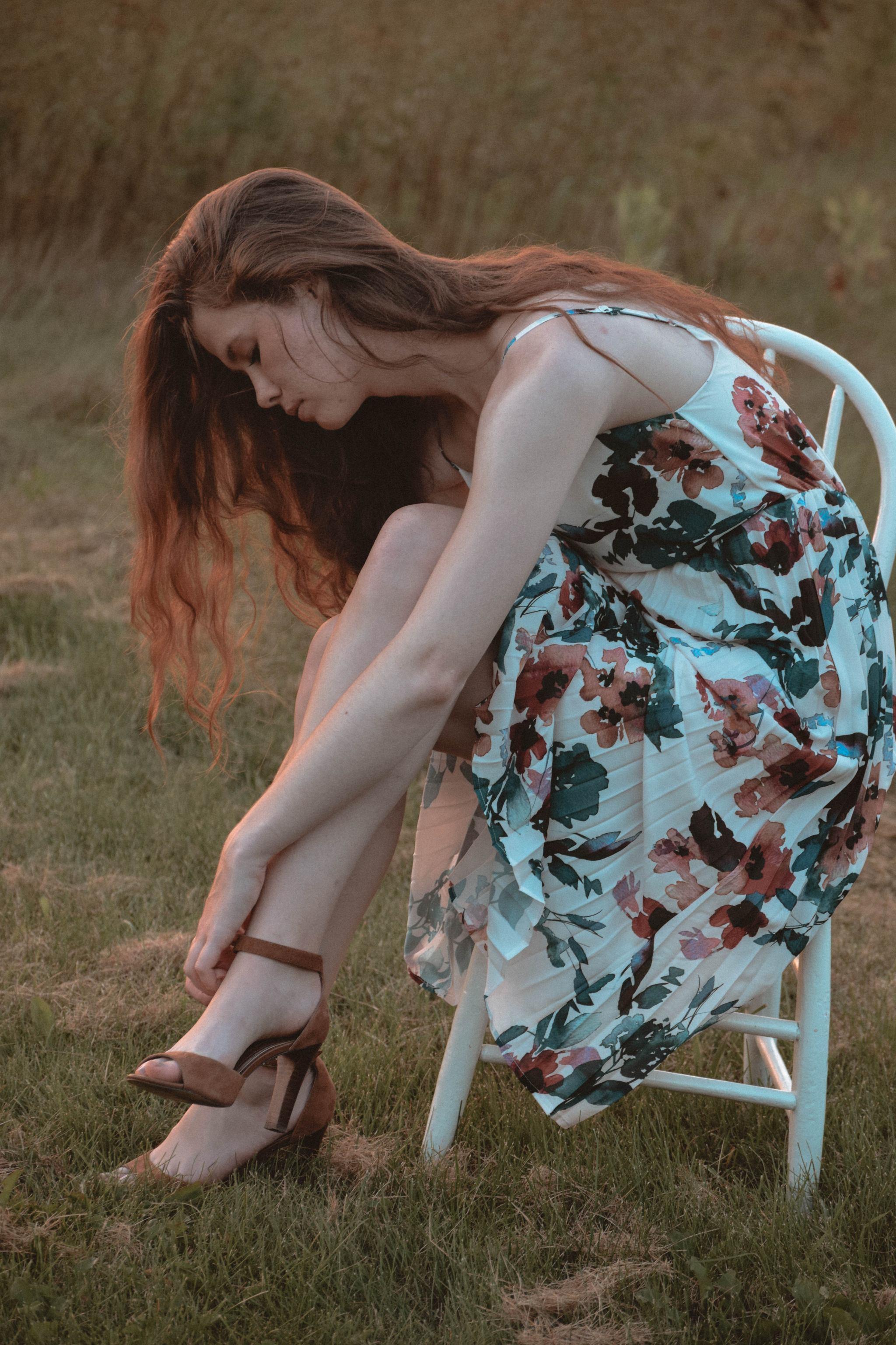 Autumn Fashion   How to Style Florals for Autumn   Monochrome Minimalist