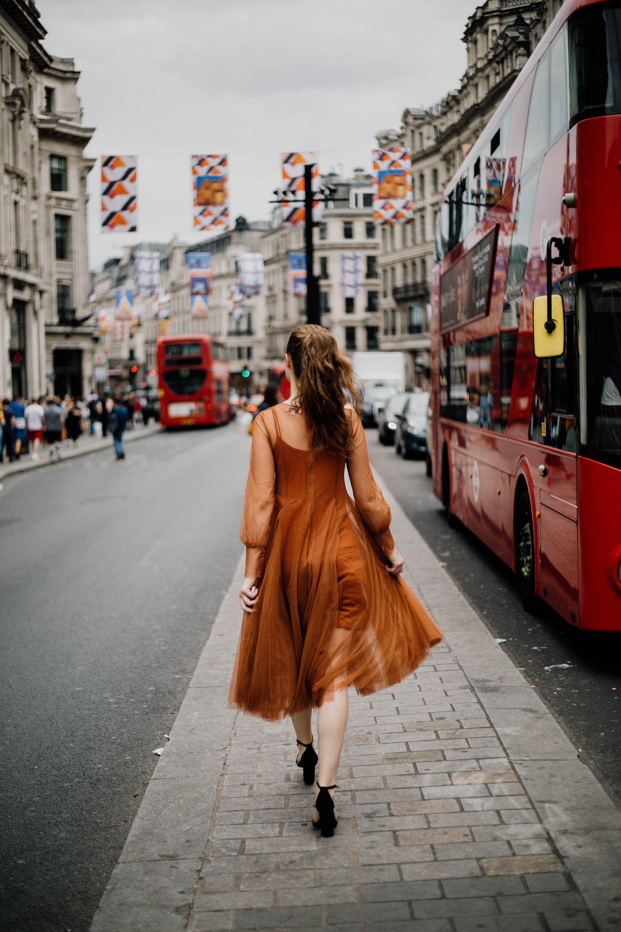 Living Abroad | Monochrome Minimalist