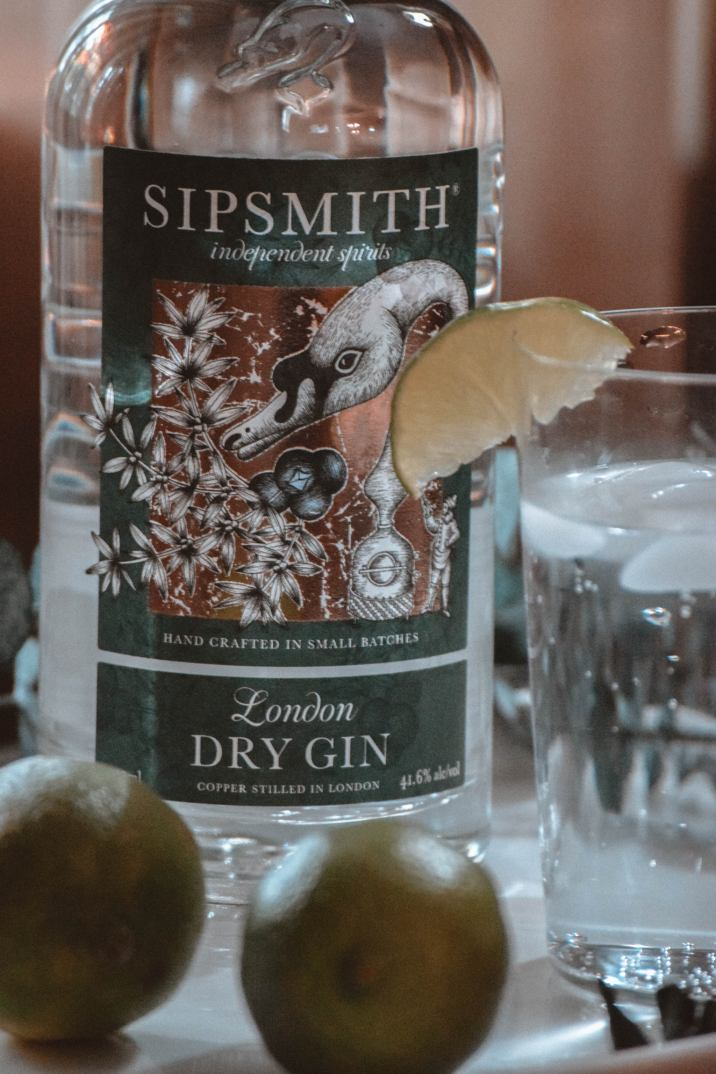 holiday cocktail   holiday cocktail recipe   gin & tonic   fever tree tonic   gin cocktails