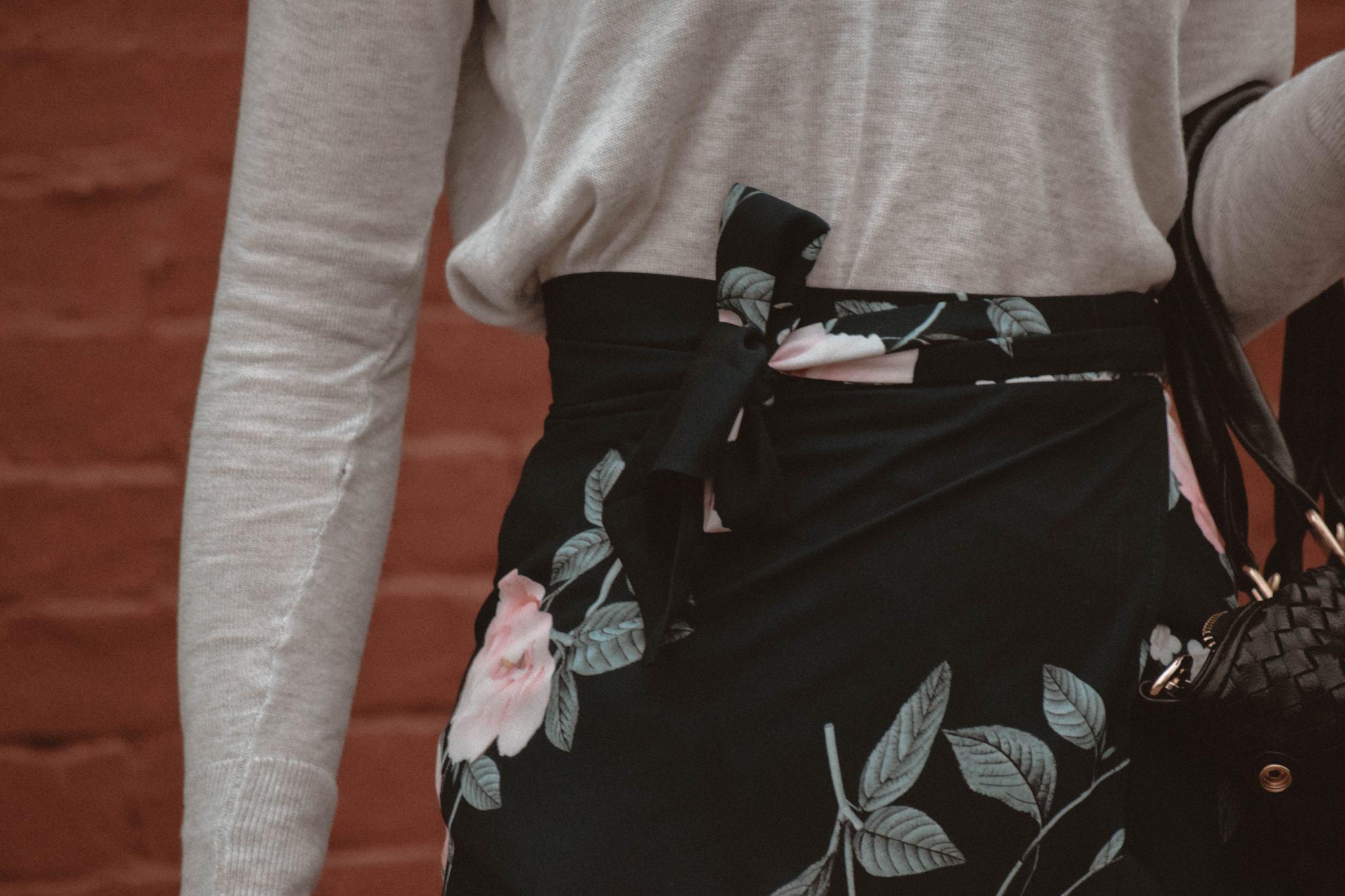 Monochrome Minimalist | Amy Lynn Clothing | London | UK | Workwear | Workwear trends | Floral Midi Skirt