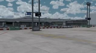 Die F Gates. Vor allem für Cargo, aber wenn's eng wird, werden hier schon auch mal Passagiere abgeworfen.