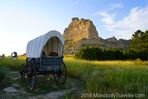 Walking along the wagons of the Oregon Trail