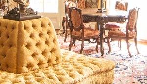 Les meubles sont la plupart des originaux. Il évoque la période de 1850 à 1929, pendant laquelle la famille Papineau habitait le manoir.
