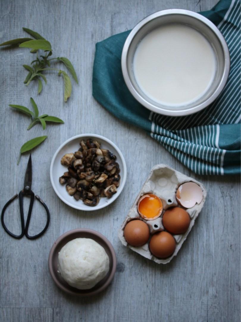 ingrédients pour réaliser : des champignons, une pâte sans gluten, des oeufs et du lait végétal | Mon petit balcon