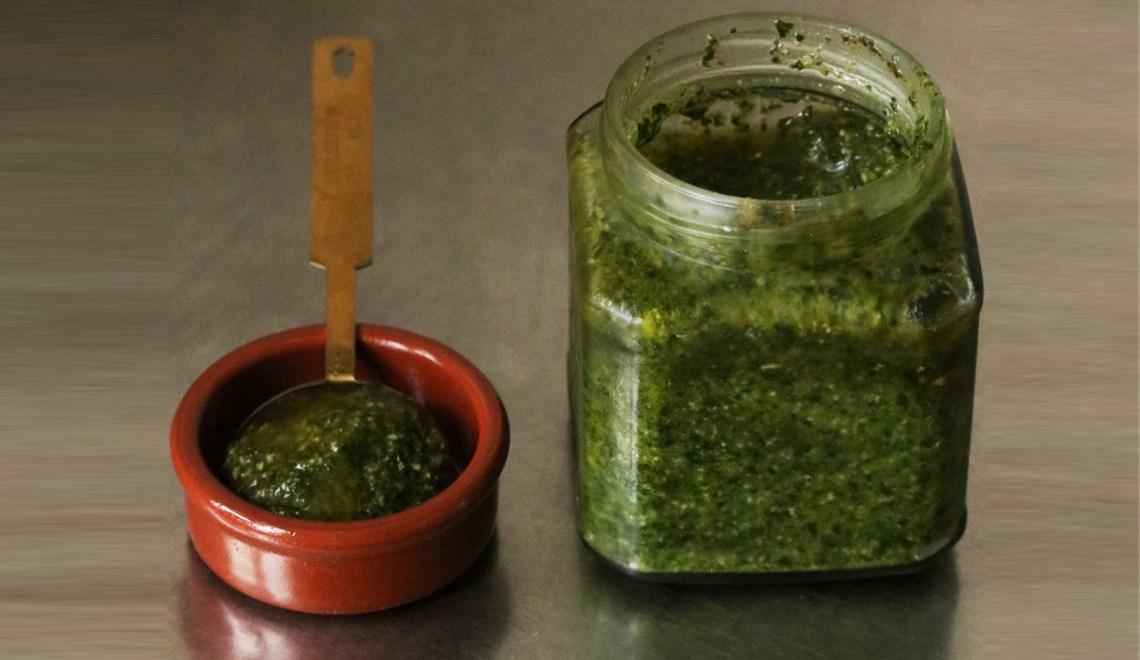 recette de pesto végétalien / vegan avec le pesto du balcon