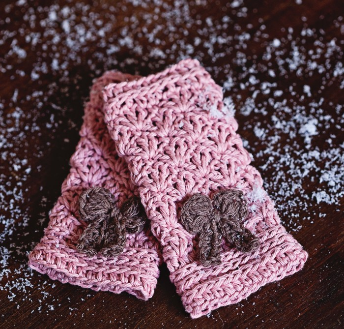 Bow Mittens - Fingerless Gloves, crochet pattern by Mon Petit Violon