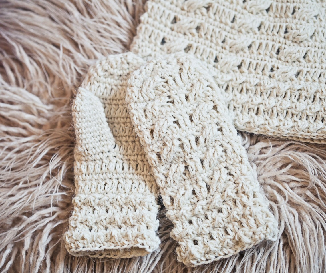 Crochet Cable Mittens, pattern by Mon Petit Violon