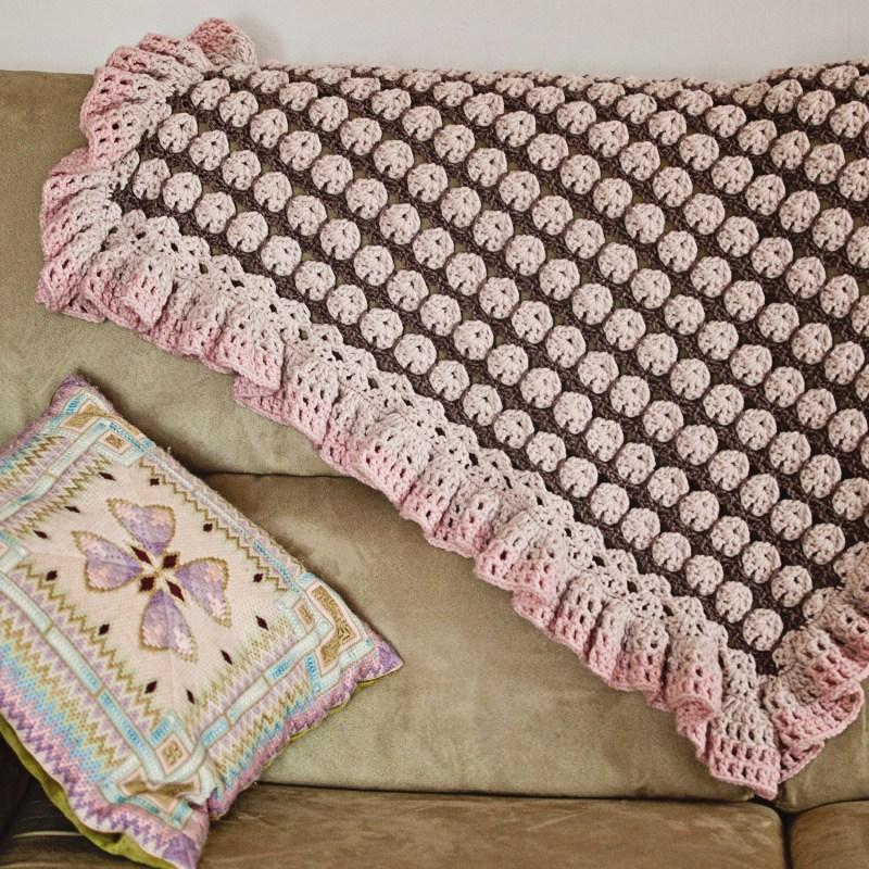 Ruffle Blanket, crochet pattern bu Mon Petit Violon