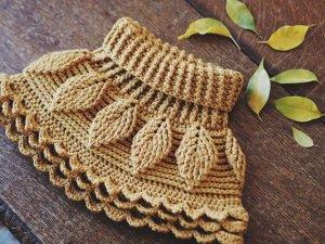 Crochet Autumn Leaves Cowl, pattern by Mon Petit Violon