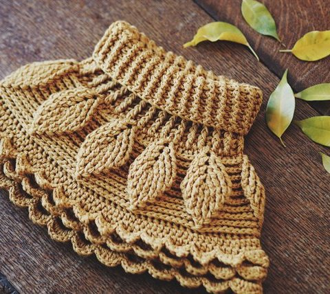 Crochet Autumn Leaves Cowl, pattern by Mon Petit Violon