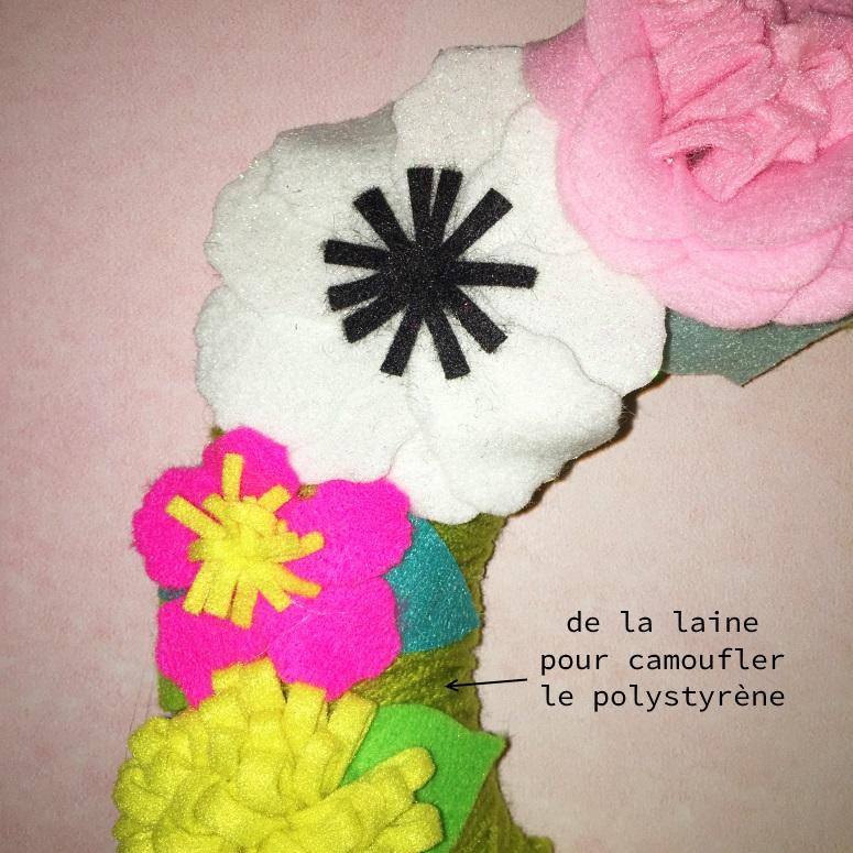 détail couronne de fleurs