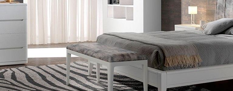 Baquetas-para-dormitorio-Valentina-blanco-tapizado-gris-02