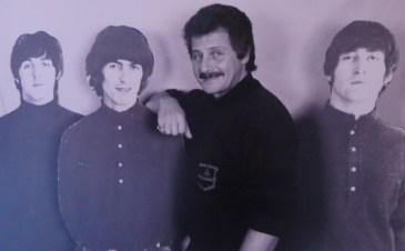 séance photo de Pete Best, premier batteur des Beatles