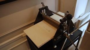 Un modèle de presse pour réaliser les linogravures ©Monsieur Bénédict
