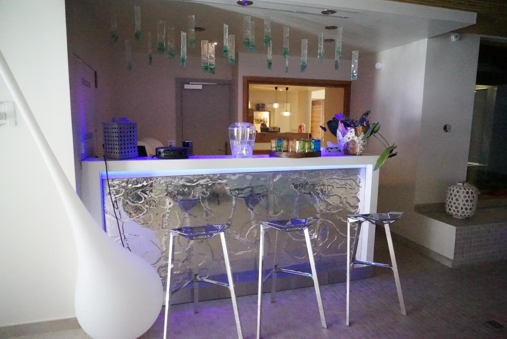 spa, jacuzzi, piscine, détente, espace, relaxation, val thorens, pashmina, hôtel spa pashmina, l'occitane, bar