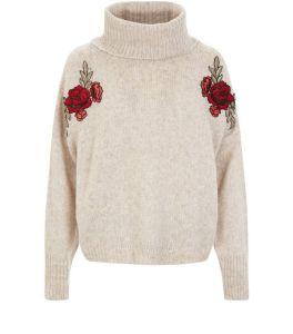 pull-court-ecru-a-broderies-florales-et-a-col-benitier