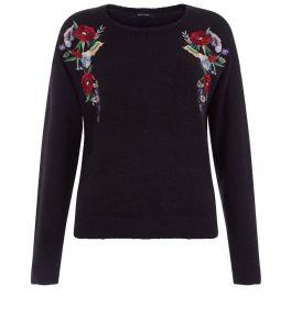 pull-noir-a-broderie-florale-symetrique
