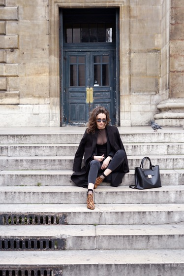 body, transparent, léopard, monsieurmada.me, Boris Deltell, MissGuided, blogueuse, lestendancesdelilou, influenceuse, magazine, shop my closet, boots léopard, jean skinny, chaussettes résille