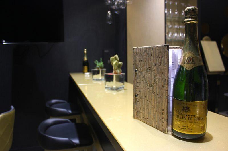 L'hôtel Les Bulles de Paris, du luxe avec cave à Champagne et Spa !