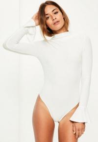 body-blanc-ctel--col-montant-et-manches-vases