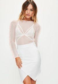 mini-jupe-blanche--bordure-asymtrique-petite
