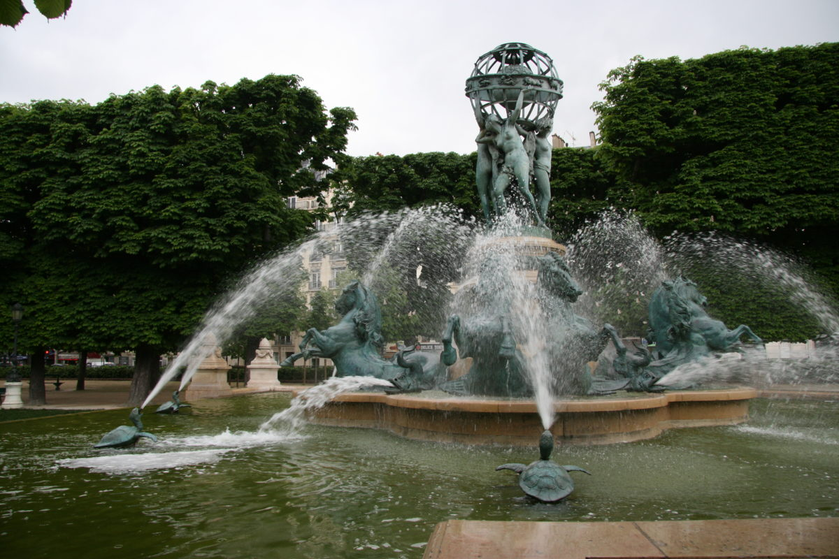 fontaine-velle-insolite-paris-monsieur-madame-quatre-parties-du-monde
