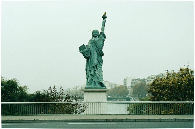 exposition-universelle-vestiges-paris-monsieur-madame-statue-liberté-grenelle