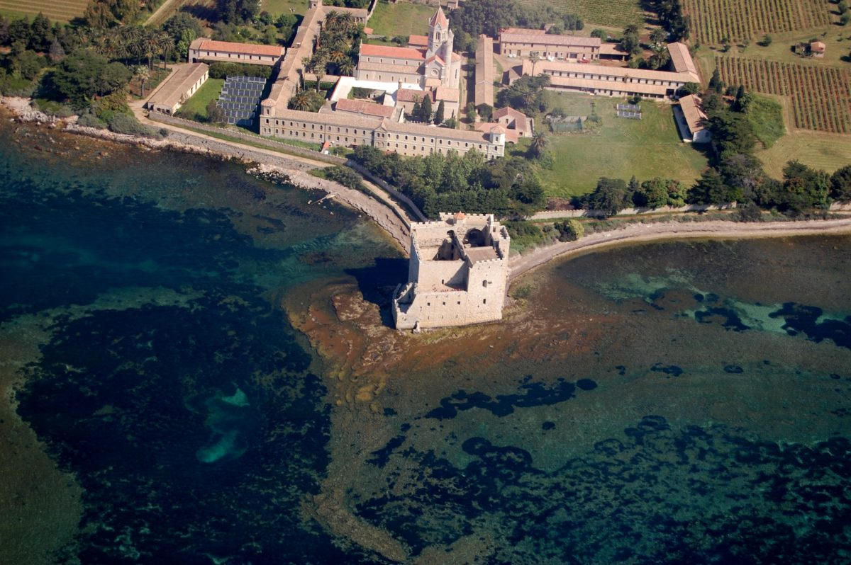 Île Saint-Honorat Source: Flickr