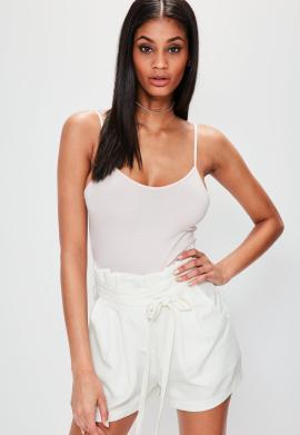 short-blanc-crme-taille-plisse-dtails-lanires