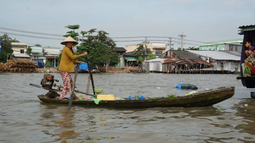 Can Tho Floating Market embarcation