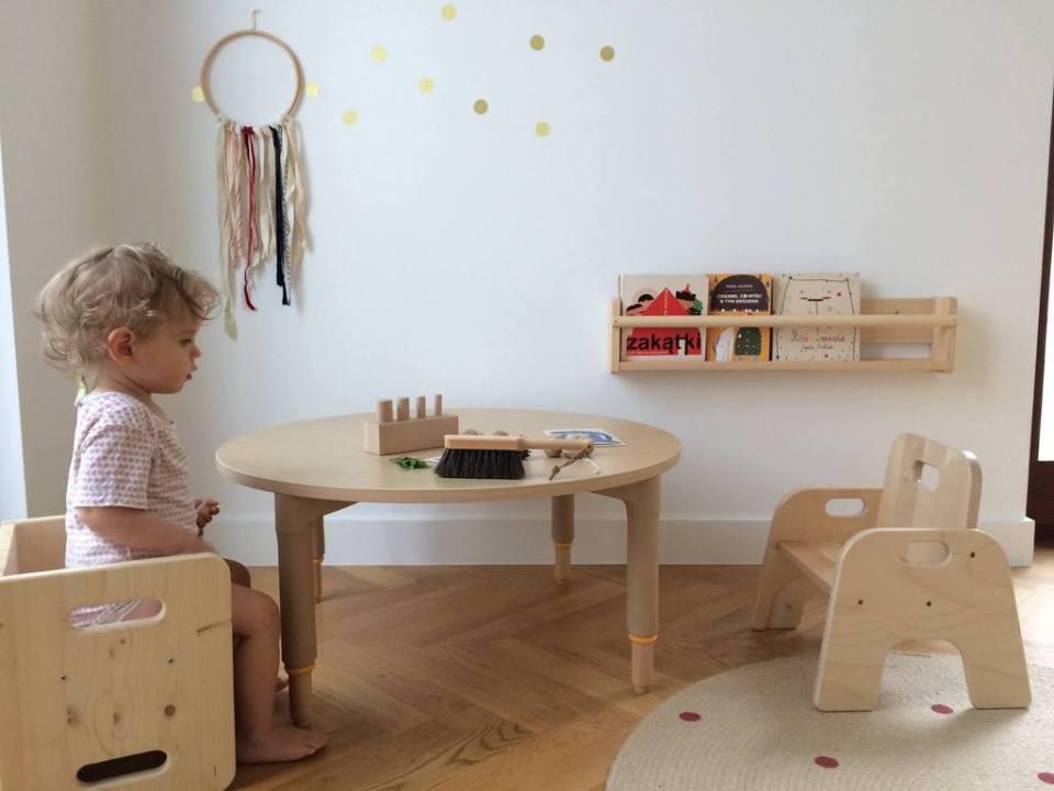 montessori bedroom - habitacion infantil - dormitorio montessori - mesa y silla