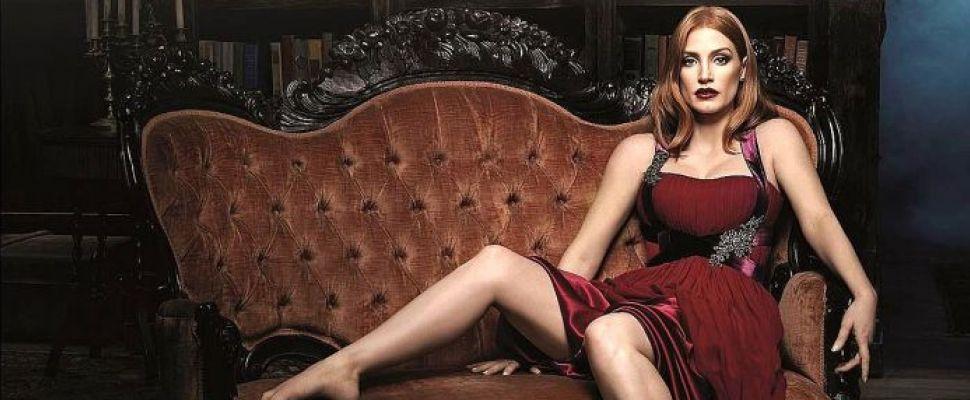Jessica Chastain foto hot sul divano
