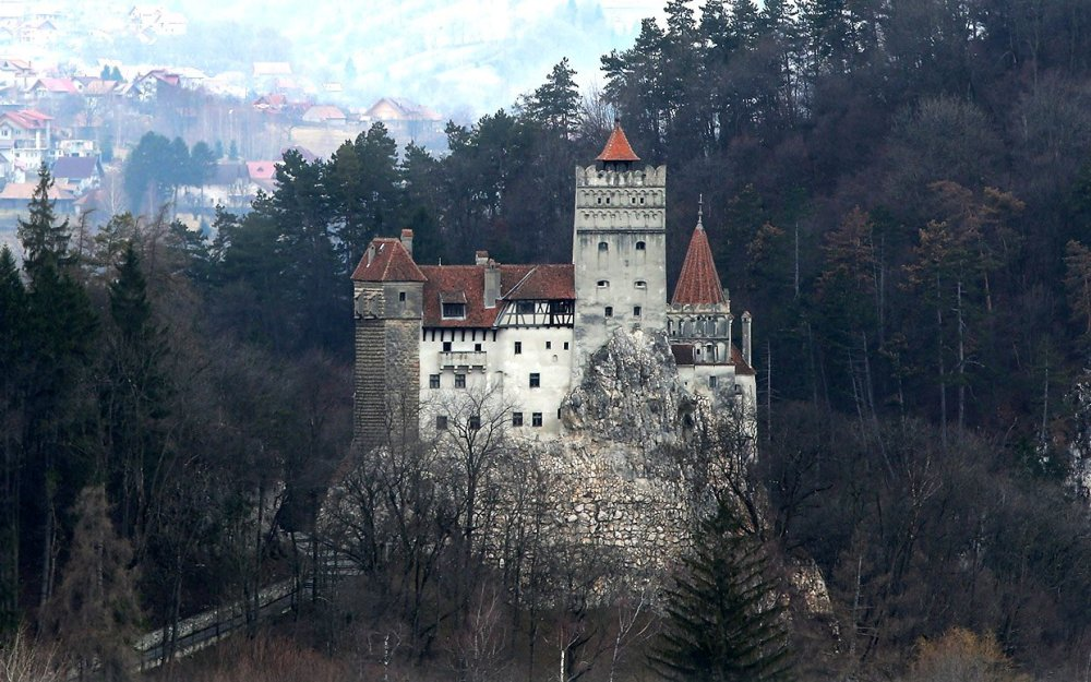 draculars-castle-for-sale-ftr