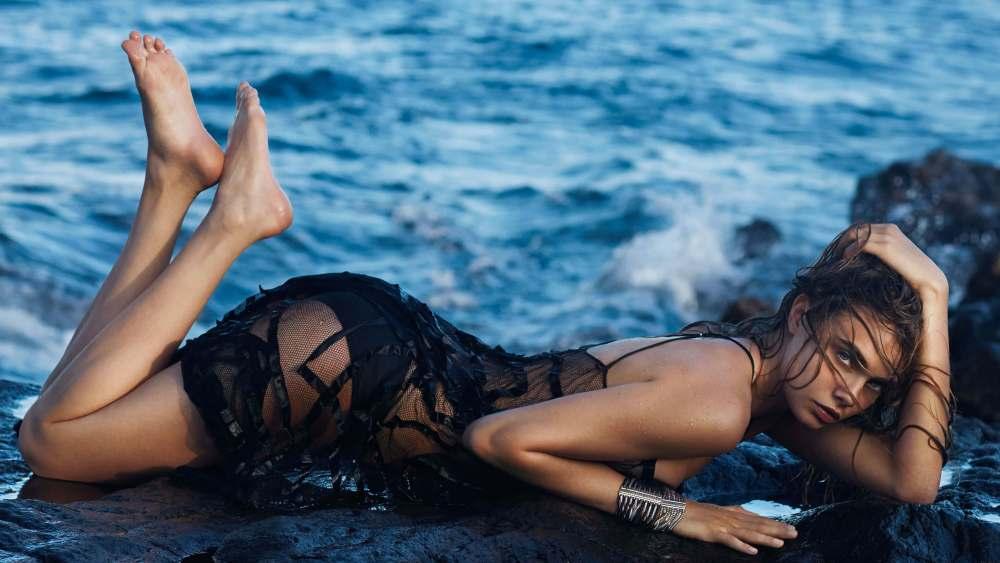 Cara Delevingne foto modella al mare