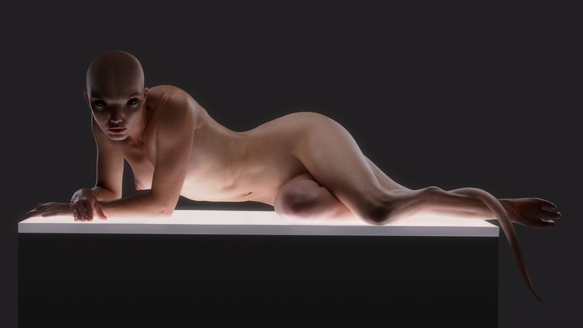 Dren nuda in posa sul tavolo (Splice)