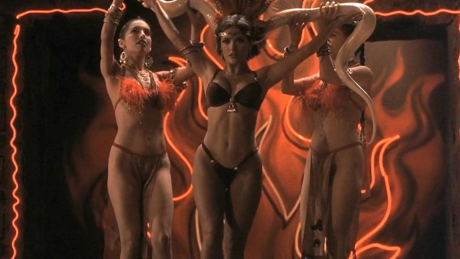 920_salma-hayek-table-dance-scene-to-appear-in-from-dusk-till-dawn-the-series-1655