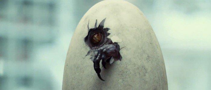 jurassicworld-indominusrex-hatching-700x300