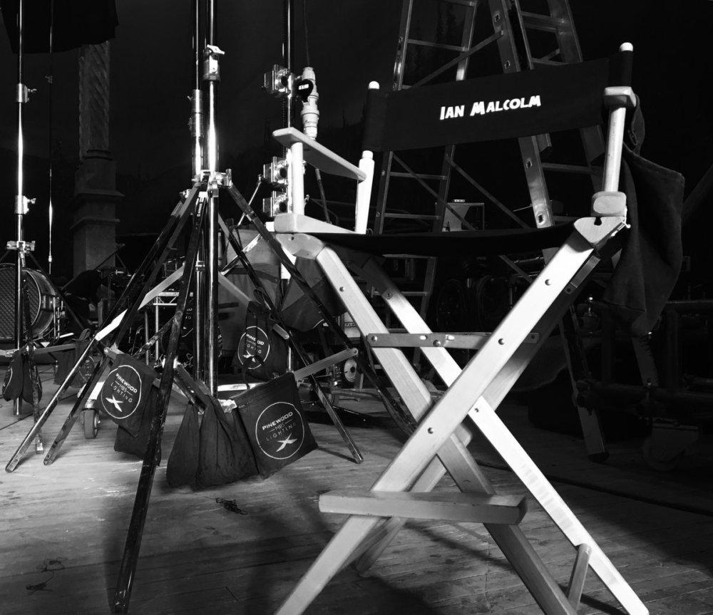 Ian malcom_Jurassic_World_2_on_set_leaked_JEff_Goldblum