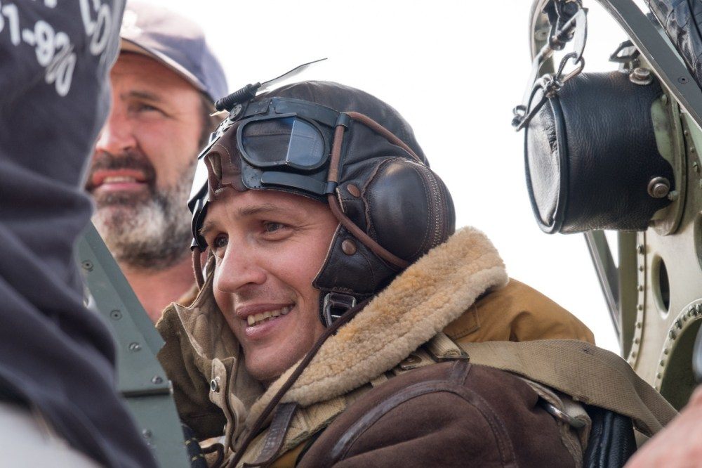 tom-hardy-working-dogfight-in-dunkirk-movie