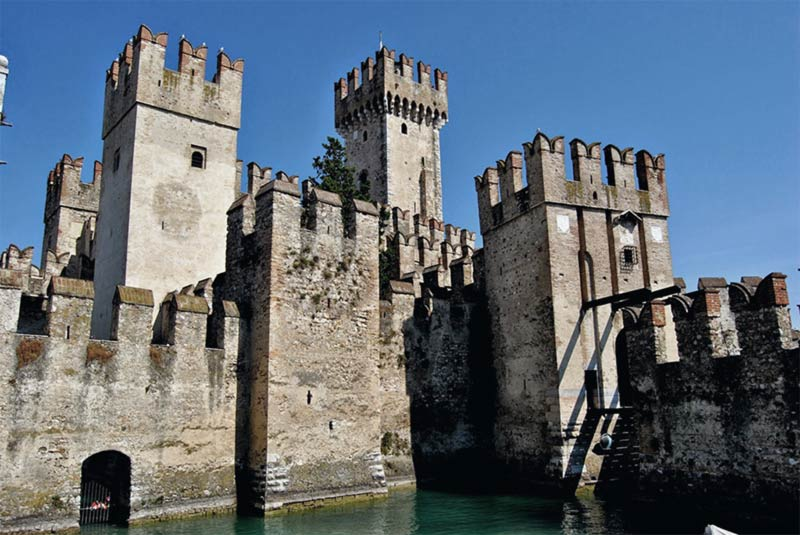 Castello Sirmione fantasma lombardo