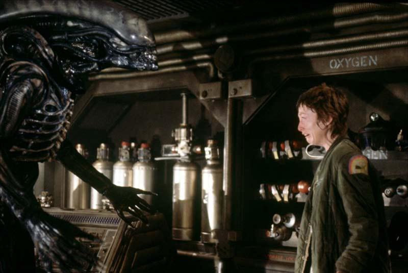 Xenomorfo contro Lambert in Alien